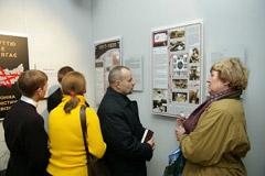 Muziejaus lankytojai susipažįsta su paroda